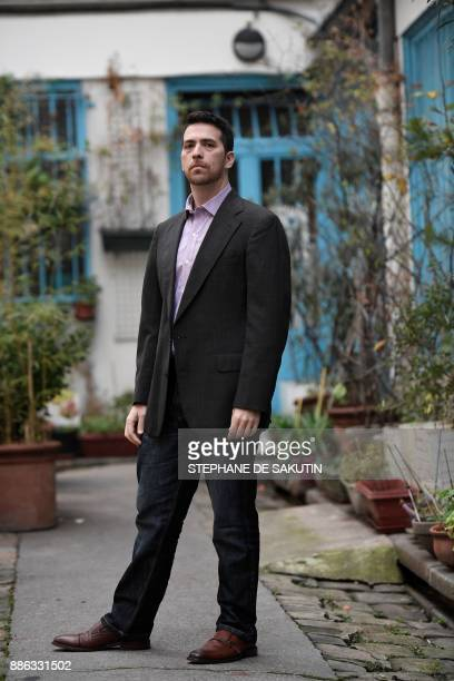 US author Shulem Deen poses during a photo session on December 5 2017 in Paris Deen won in November the Prix Medicis Essai for his book 'Celui qui va...