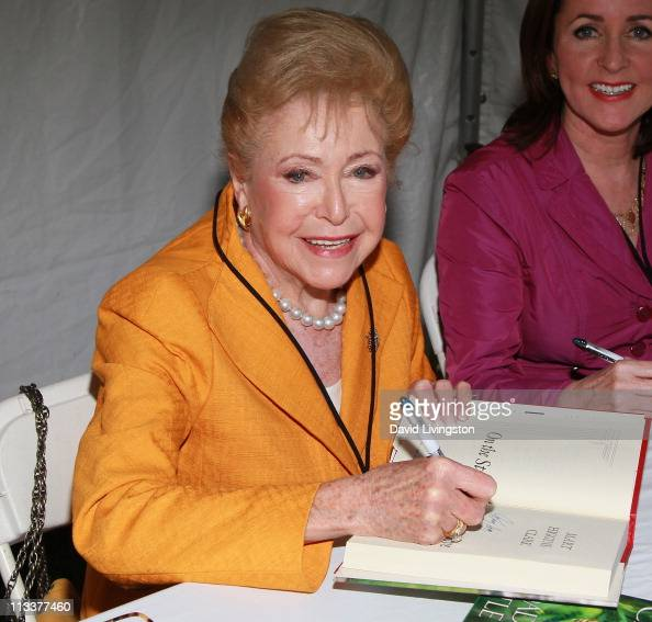 Mary higgins clark book reports
