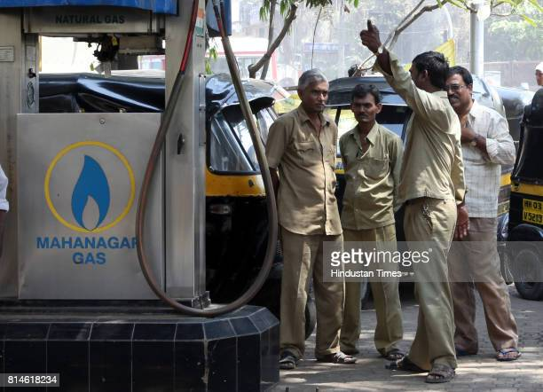Auto and Taxi drivers wait out side the Gas station to fill the CNG gas at Kurla CNG Gas stations in Mumbai run out of the gas due to the leakage in...