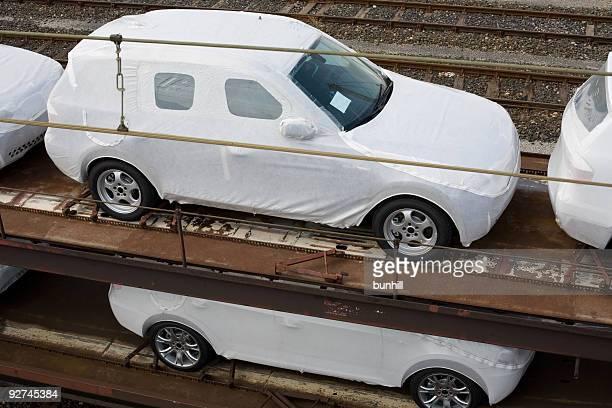 Automobilbranche neuen Autos zur Bahnfracht Transporter