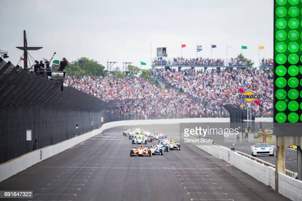 101st Indianapolis 500 Fernando Alonso in action leading pack during race at Indianapolis Motor Speedway Verizon IndyCar Series Indianapolis IN...