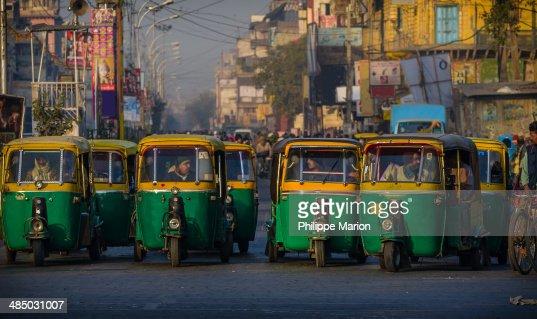 Auto rickshaws waiting for green light - Delhi