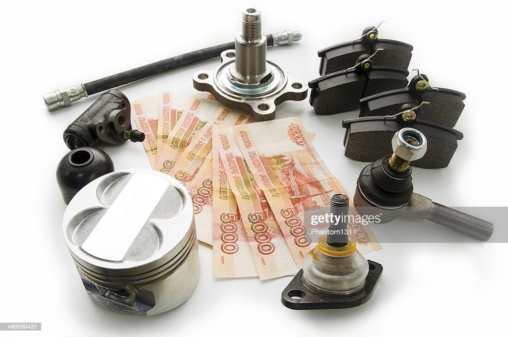 Automóvel peças sobresselentes e dinheiro : Foto de stock