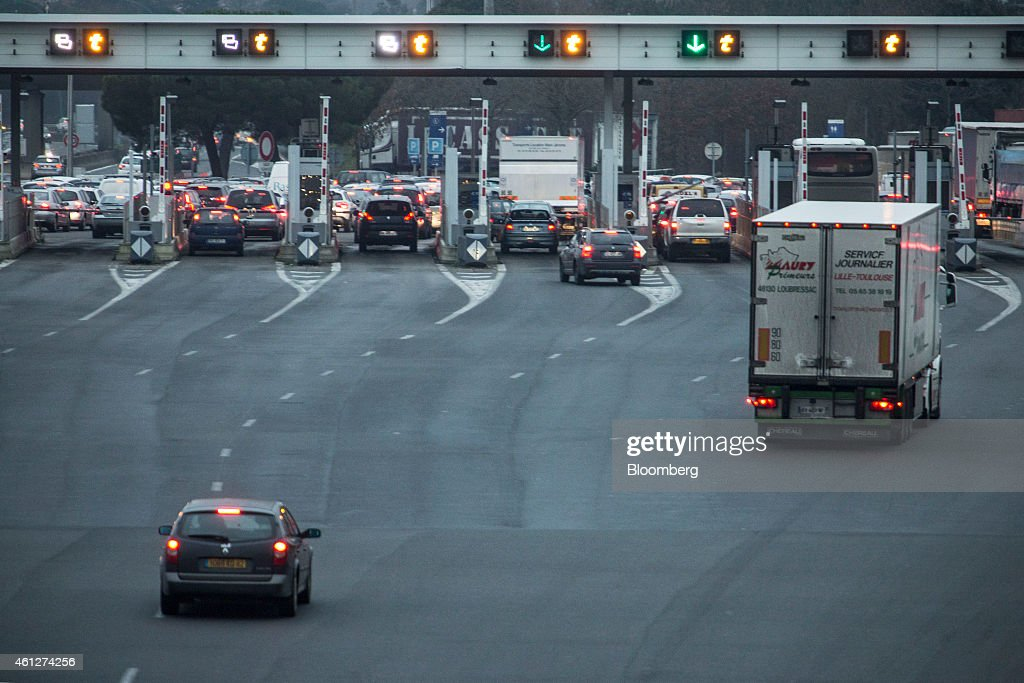 french highway toll booths as government considers fee reduction getty images. Black Bedroom Furniture Sets. Home Design Ideas