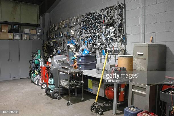 Automotive Atelier de réparation avec des outils sur un mur. Tous les logos supprimé.