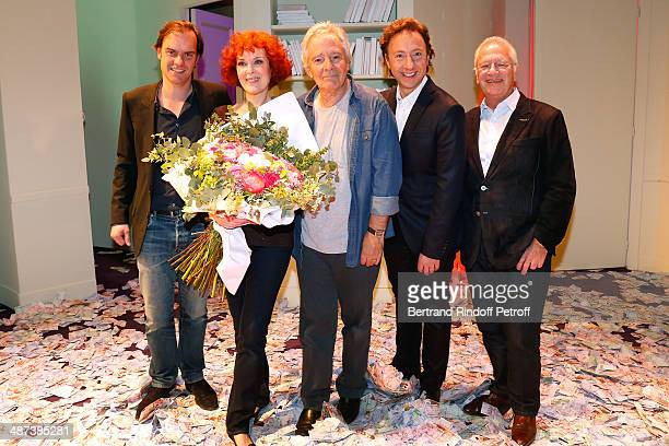 Autor of the play Sebastien Thierry Evelyne Buyle Pierre Arditi Stephane Bern and stage director Bernard Murat pose at the end of the 'Comme s'il en...