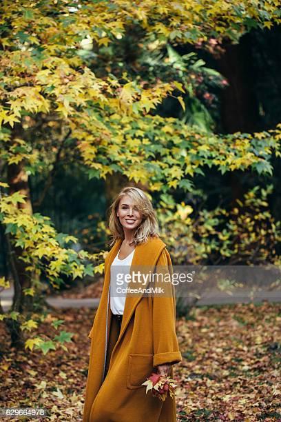 秋の美しい女の子写真