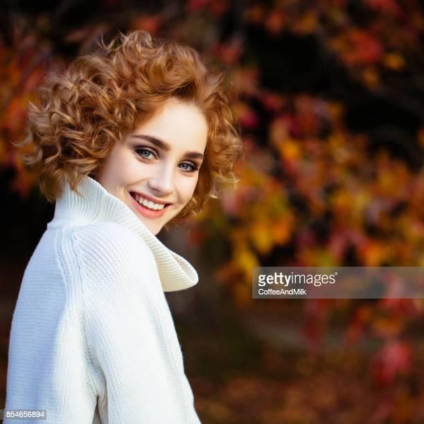 Automne photo d'une jolie fille
