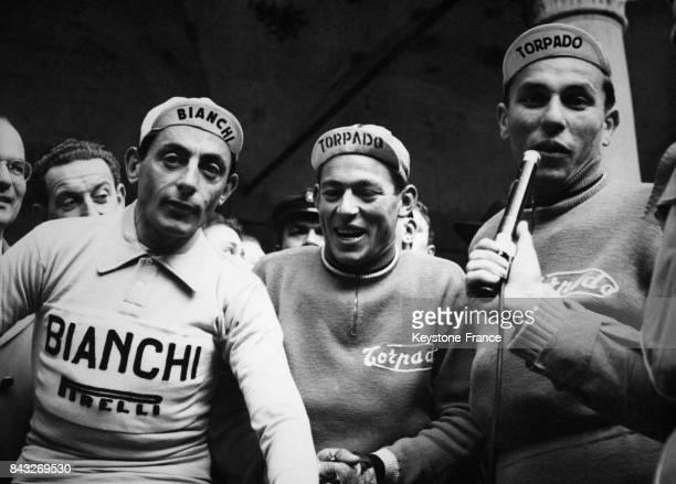 Avant le départ de la course de gauche à droite Coppi Maule et Moser à Milan Italie le 19 mars 1955