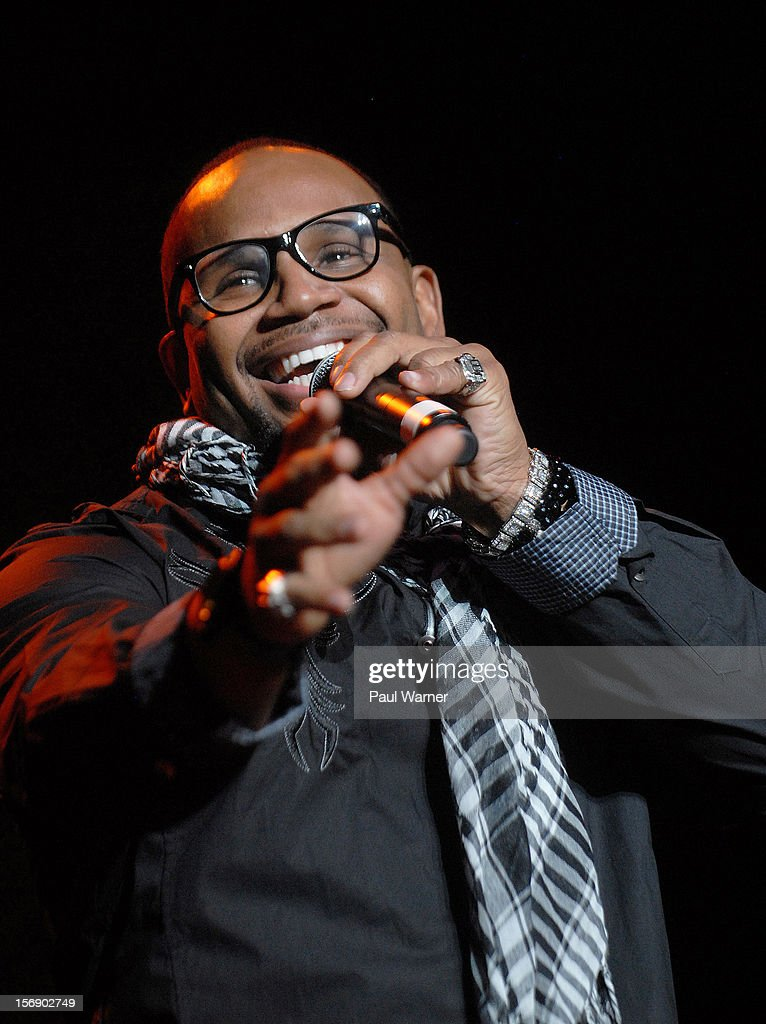 Avant performs in concert as a opening act for Brian McKnight at Masonic Temple Theater on November 23, 2012 in Detroit, United States.