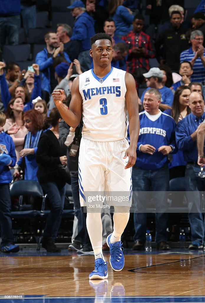 Avery Woodson #3 of the Memphis Tigers celebrates against the Cincinnati Bearcats on February 6, 2016 at FedExForum in Memphis. Memphis defeated Cincinnati 63-59.