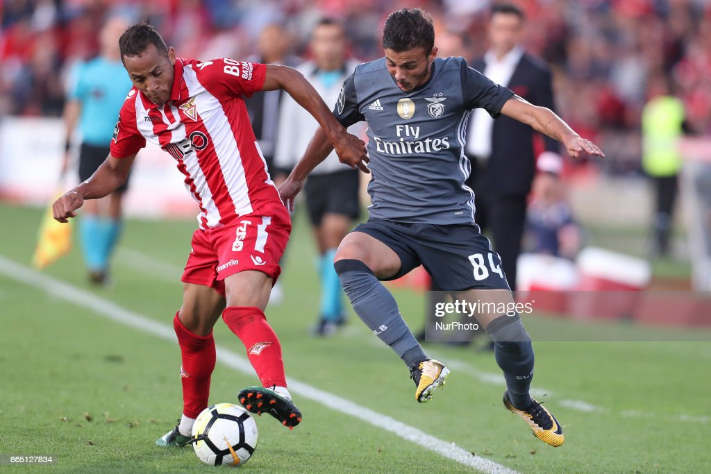 Avess player Nildo (L) with Benfica's Portuguese forward Diogo Goncalves (R) during the Premier League 2017/18 match between CD Aves and SL Benfica, at Estadio do Clube Desportivo das Aves in Aves on October 22, 2017.