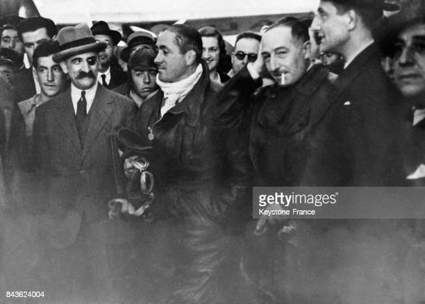 L'aviateur Dieudonné Costes et le constructeur d'avions Louis Bréguet à leur arrivée à Madrid Espagne en 1935