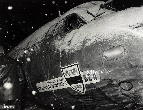 6th February 1958 The snow covered fuselage part of the wreckage of the BEA Elizabethan airliner GALZU 'Lord Burghley' after the crash at Munich in...