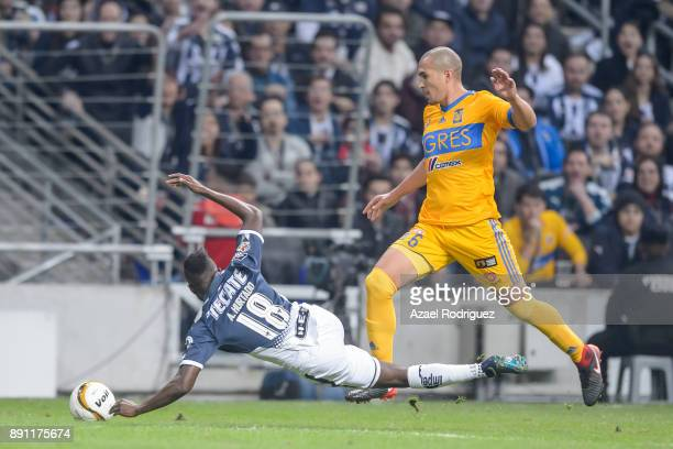 Aviles Hurtado of Monterrey fights for the ball with Jorge Torres of Tigres during the second leg of the Torneo Apertura 2017 Liga MX final between...