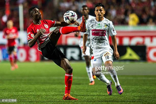 Aviles Hurtado of Tijuana controls the ball during the 14th round match between Tijuana and Chiapas as part of the Torneo Apertura 2016 Liga MX at...