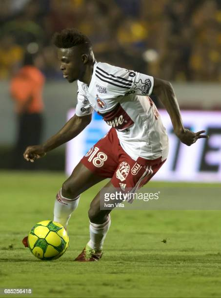 Aviles Hurtado of Tijuana drives the ball during the semi finals first leg match between Tigres UANL and Tijuana as part of the Torneo Clausura 2017...