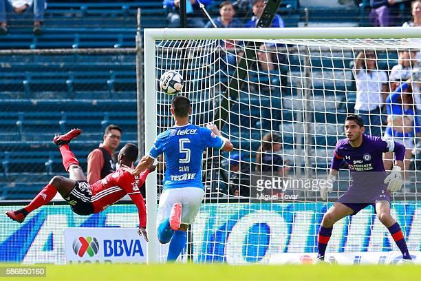 Aviles Hurtado of Tijuana scores during the 4th round match between Cruz Azul and Tijuana as part of the Torneo Apertura 2016 Liga MX at Azul Stadium...