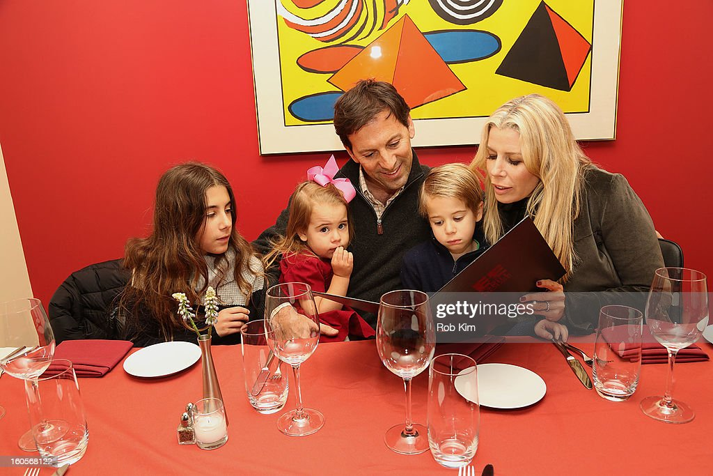 Aviva Drescher (R) with her husband Reid Drescher and their children, arrive for dinner at E&E Grill House restaurant and bar on February 2, 2013 in New York City.