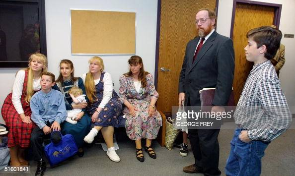 Avowed polygamist and fundamentalist Mormon Tom Green stands with four of his five wives and three of their several children 16 May 2001 in Provo...