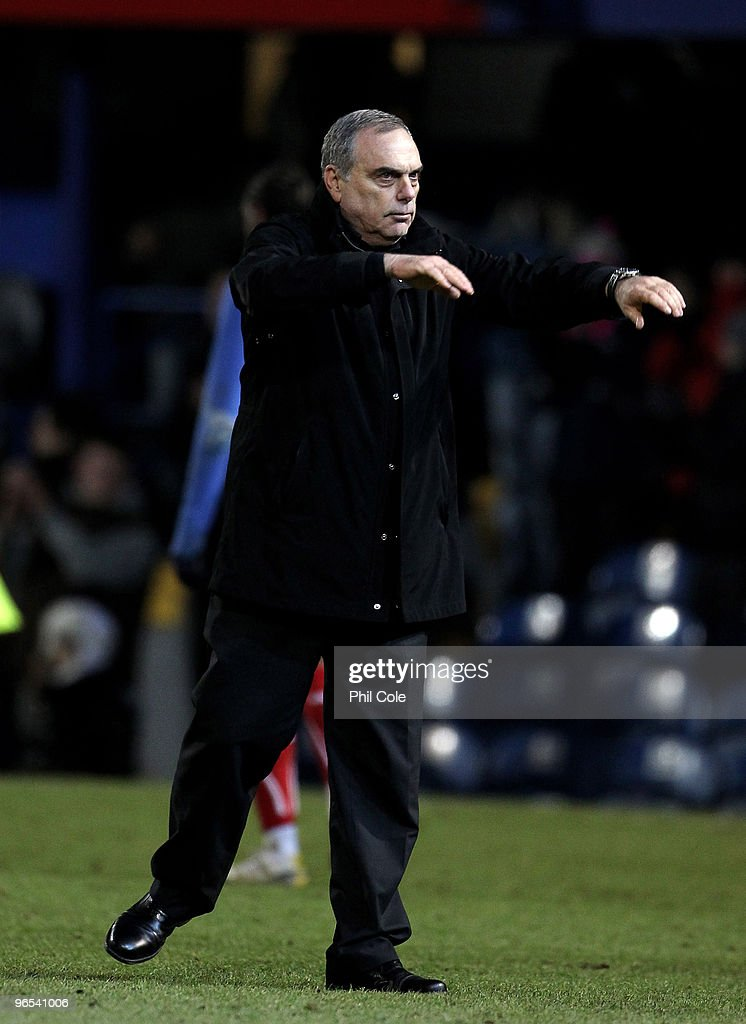 <a gi-track='captionPersonalityLinkClicked' href=/galleries/search?phrase=Avram+Grant&family=editorial&specificpeople=4506029 ng-click='$event.stopPropagation()'>Avram Grant</a> Manager of Portsmouth waves to the crowd at the end of the Barclays Premier League match between Portsmouth and Sunderland at Fratton Park on February 9, 2010 in Portsmouth, England.