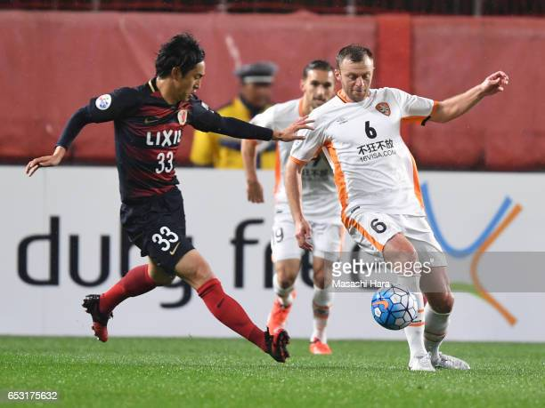 Avram Papadopoulos of Brisbane and Mu Kanazaki of Kashima Antlers compete for the ball during the AFC Champions League Group E match between Kashima...