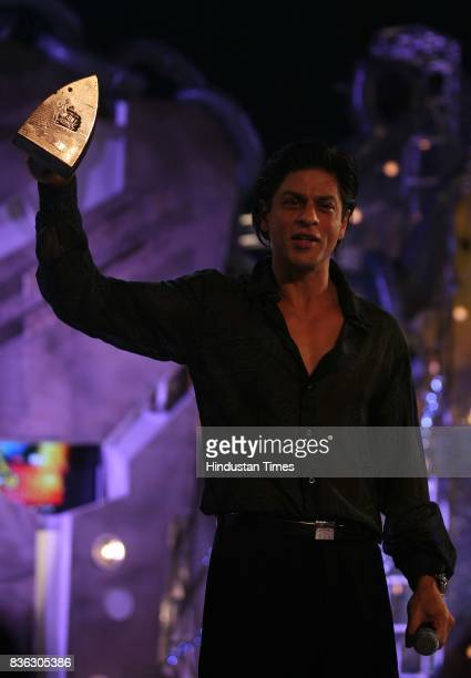Award presented to Shahrukh Khan