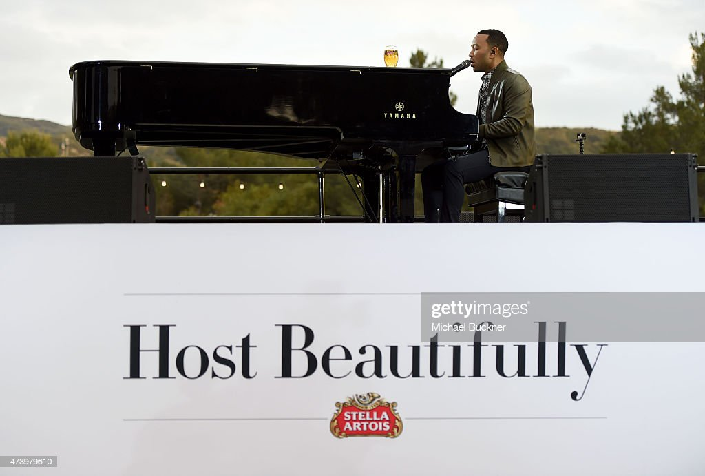 Awardwinning music artist John Legend sets the mood for a summer of sophisticated hosting with an intimate musical performance at the Stella Artois...