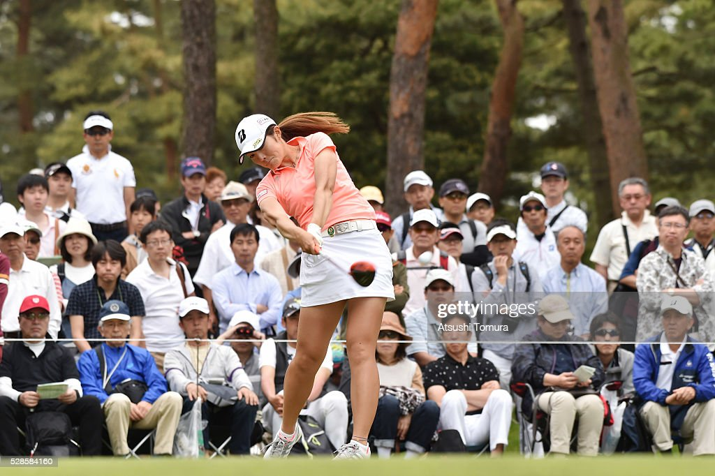 <a gi-track='captionPersonalityLinkClicked' href=/galleries/search?phrase=Ayaka+Watanabe&family=editorial&specificpeople=12647523 ng-click='$event.stopPropagation()'>Ayaka Watanabe</a> of Japan hits her tee shot on the 12th hole during the second round of the World Ladies Championship Salonpas Cup at the Ibaraki Golf Club on May 6, 2016 in Tsukubamirai, Japan.