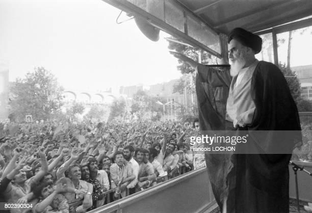 L'ayatollah Khomeini dans la ville sainte de Qom le 29 mars 1979 en Iran