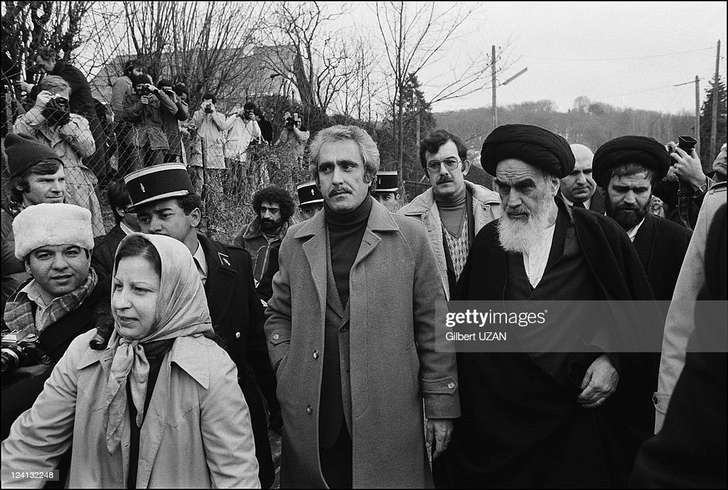 je twinne en Virago 1100 - Page 2 Ayatollah-khomeini-files-pictures-in-neauphle-le-chateau-france-on-picture-id124132248
