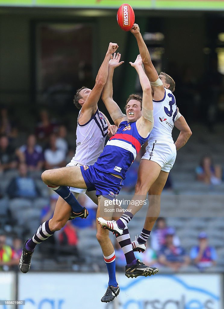 Ayce Cordy of the Bulldogs and <a gi-track='captionPersonalityLinkClicked' href=/galleries/search?phrase=Stephen+Hill+-+Australian-Football-Spieler&family=editorial&specificpeople=9738550 ng-click='$event.stopPropagation()'>Stephen Hill</a> of the Dockers compete for the ball during the round two AFL match between the Western Bulldogs and the Fremantle Dockers at Etihad Stadium on April 6, 2013 in Melbourne, Australia.