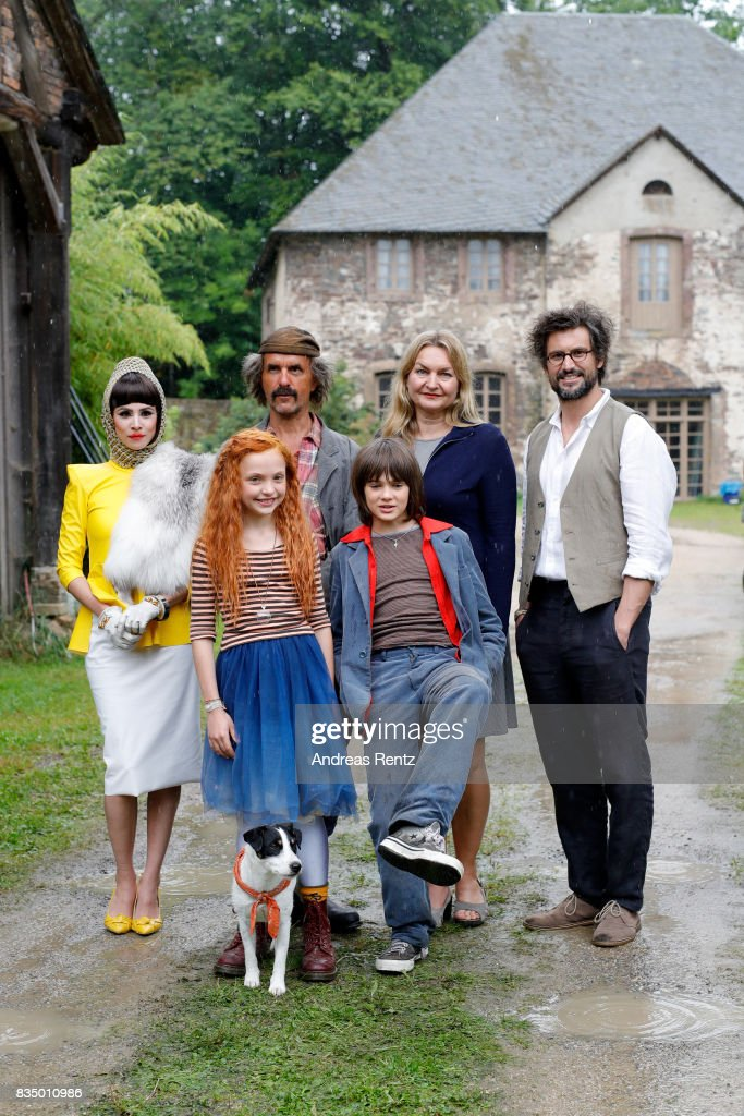 Aylin Tezel, Christoph Maria Herbst, Malu Leicher, Aaron Kissiov, Tanja Guess and Tom Beck pose for photographs during a set visit of 'Liliane Susewind' on August 18, 2017 in Schleiden, Germany.