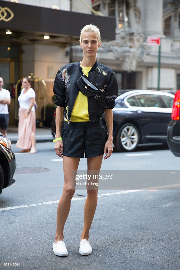 Street Style - September 2016 New York Fashion Week - Day 4 : News Photo