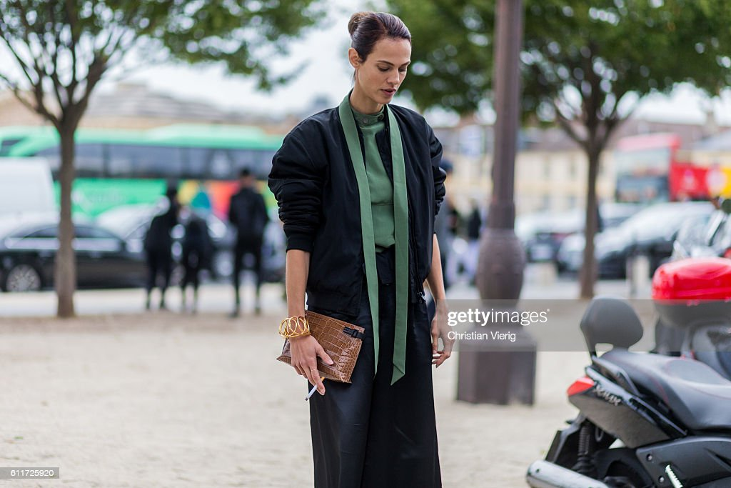 Street Style : Day Four Paris Fashion Week Spring/Summer 2017 : News Photo