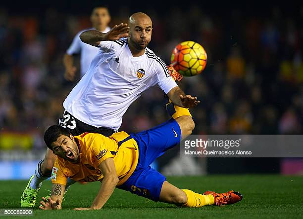 Aymen Abdennour of Valencia battles for the ball with Luis Suarez of Barcelona during the La Liga match between Valencia CF and FC Barcelona at...