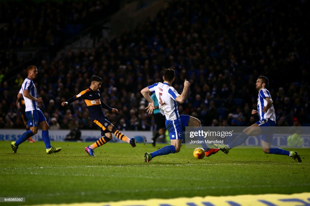 Ayoze Perez of Newcastle scores his sides second goal during the Sky Bet Championship match between Brighton & Hove Albion v Newcastle United at Amex Stadium on February 28, 2017 in Brighton, England.
