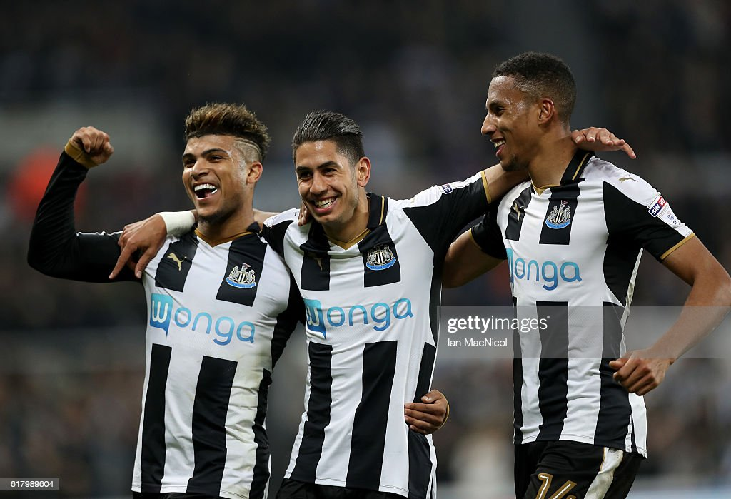 Ayoze Perez of Newcastle United (C) celebrates scoring his sides sixth goal with his Newcastle United team mates during the EFL Cup fourth round match between Newcastle United and Preston North End at St James' Park on October 25, 2016 in Newcastle upon Tyne, England.