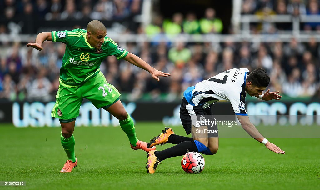 Ayoze Perez of Newcastle United is challenged by <a gi-track='captionPersonalityLinkClicked' href=/galleries/search?phrase=Wahbi+Khazri&family=editorial&specificpeople=7211185 ng-click='$event.stopPropagation()'>Wahbi Khazri</a> of Sunderland during the Barclays Premier League match between Newcastle United and Sunderland at St James' Park on March 20, 2016 in Newcastle upon Tyne, United Kingdom.