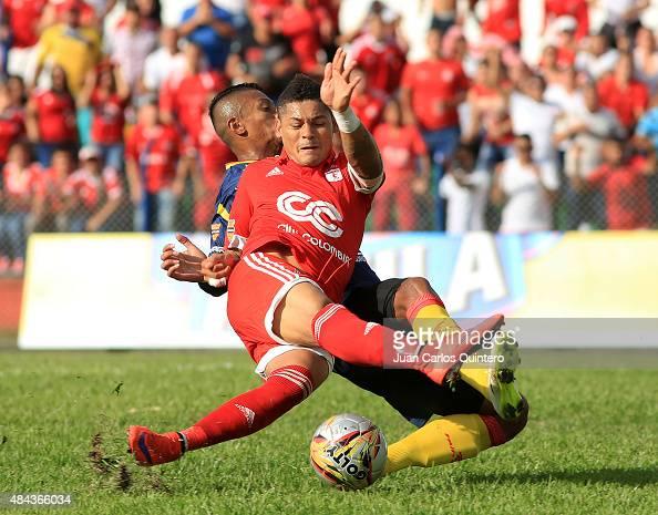 Ayron del Valle of América and Bryan Flores of Deportivo Pereira struggles for the ball during a match between America de Cali and Deportivo Pereira...