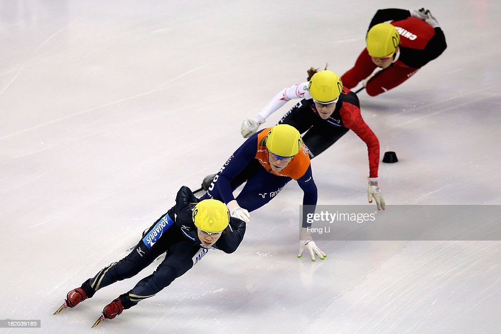 Ayuko Ito of Japan Jorien Ter Mors of Netherlands Jessica Gregg of Canada and Wang Meng of China compete in the Men's 1000m Preliminaries during day...