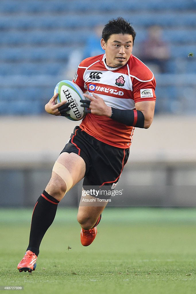 <a gi-track='captionPersonalityLinkClicked' href=/galleries/search?phrase=Ayumu+Goromaru&family=editorial&specificpeople=7301515 ng-click='$event.stopPropagation()'>Ayumu Goromaru</a> of Japan runs with the ball during the Asian 5 Nations between Japan and Hong Kong at National Olympic Stadium on May 25, 2014 in Tokyo, Japan.