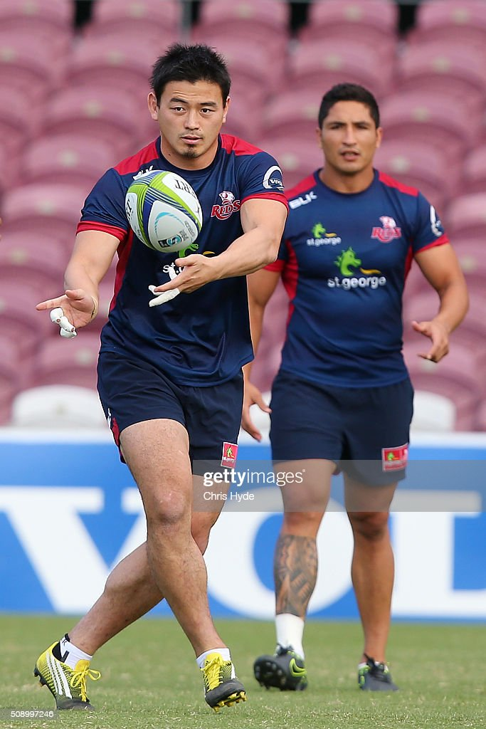 <a gi-track='captionPersonalityLinkClicked' href=/galleries/search?phrase=Ayumu+Goromaru&family=editorial&specificpeople=7301515 ng-click='$event.stopPropagation()'>Ayumu Goromaru</a> passes during a Queensland Reds Super Rugby training session at Ballymore Stadium on February 8, 2016 in Brisbane, Australia.