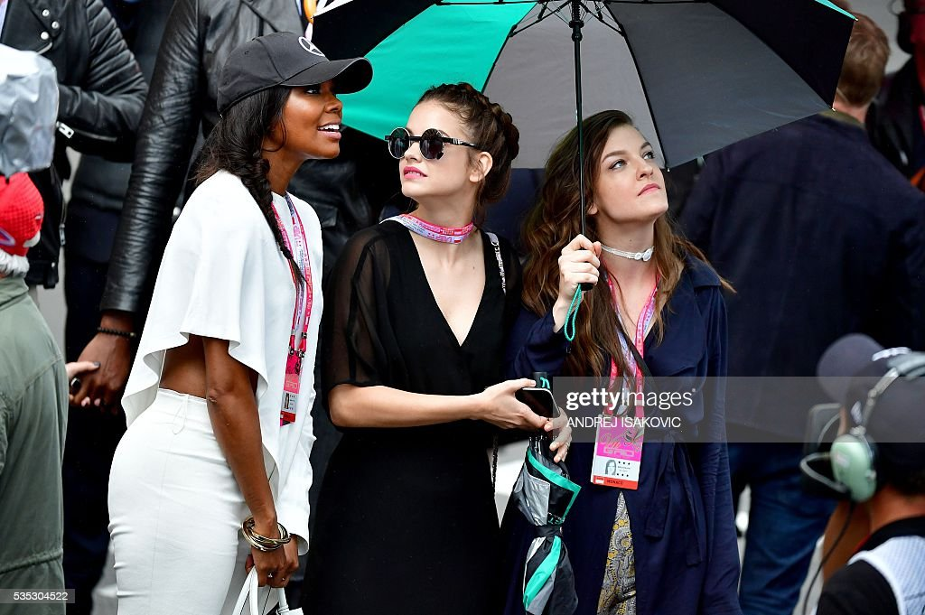 Azealia Banks (L) looks on at the Monaco street circuit, on May 29, 2016 in Monaco, after the Monaco Formula 1 Grand Prix. / AFP / ANDREJ