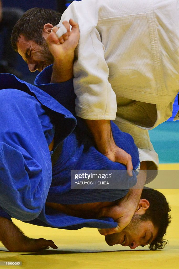 Azerbaijan's Elkhan Mammadov (white) competes with Israel's Or Sasson for the -100kg category, during the IJF World Judo Championship, in Rio de Janeiro, Brazil, on August 31, 2013.