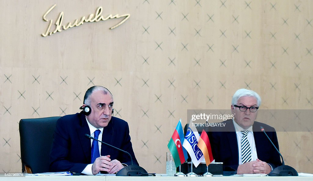 Azerbaijan's Foreign Minister Elmar Mamedyarov (L) and his German counterpart Frank-Walter Steinmeier, who currently chairs the Organisation for Security and Cooperation in Europe (OSCE) monitoring body, attend a news conference in Baku on June 30, 2016. / AFP / TOFIK