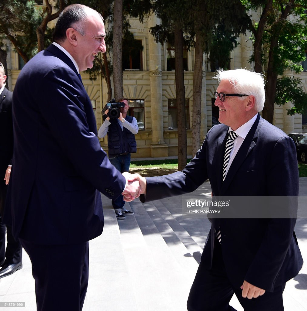 Azerbaijan's Foreign Minister Elmar Mamedyarov (L) welcomes his German counterpart Frank-Walter Steinmeier (R), who currently chairs the Organisation for Security and Cooperation in Europe (OSCE) monitoring body during their meeting in Baku on June 30, 2016. / AFP / TOFIK