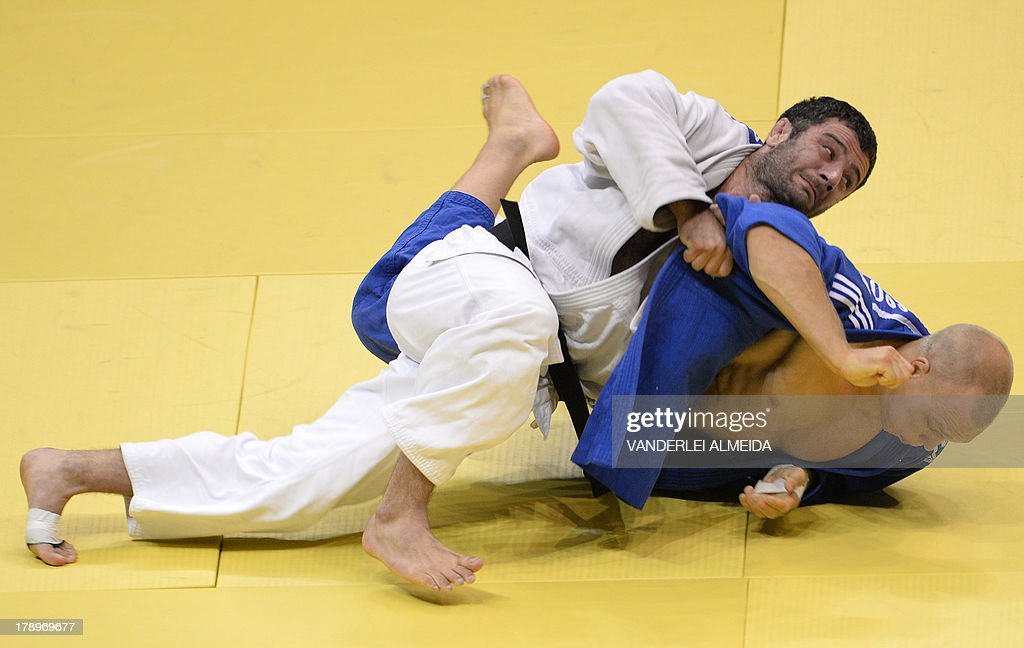 Azerbaijan's judoka Elkhan Mammadov (white) competes with Netherlands' Henk Grol during the Men's -100kg category final of the IJF World Judo Championship in Rio de Janeiro, Brazil, on August 31, 2013.