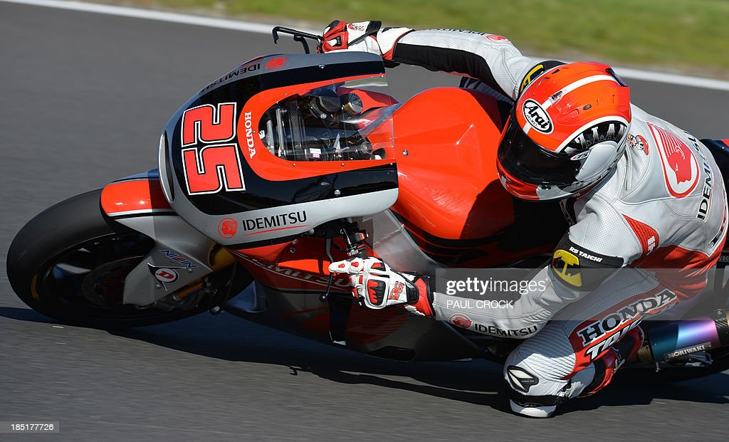 Azlan Shah of Malaysia races his Moriwaki through a corner during practice for the Australian Moto2 Grand Prix at Phillip Island on October 18, 2013. AFP PHOTO/Paul Crock USE