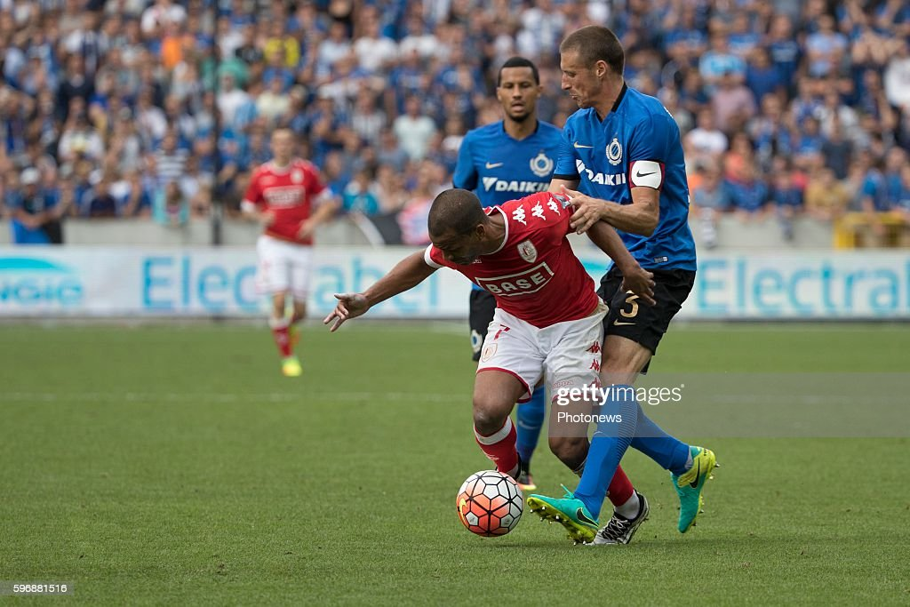 b03 Timmy Simons midfielder of Club Brugge s07 Matthieu Dossevi midfielder of Standard Liege during the Jupiler Pro League match between Club Brugge...